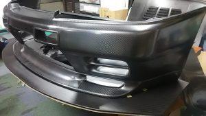 ドライカーボン製R32GT-R用バンパー